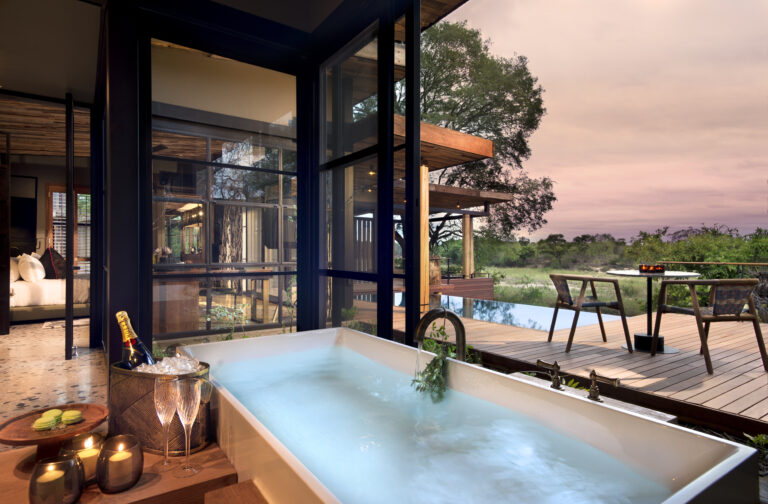 Bathrooms-with-a-view-at-andBeyond-Tengile-River-Lodge-_2_